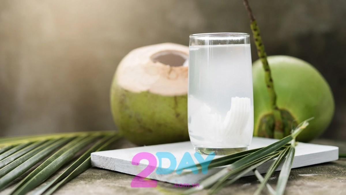 uống nước dừa giúp giảm cân